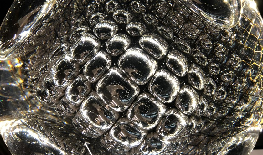 Arnout Visser, Explosion Spheres, glas, jaartal. Foto: PR
