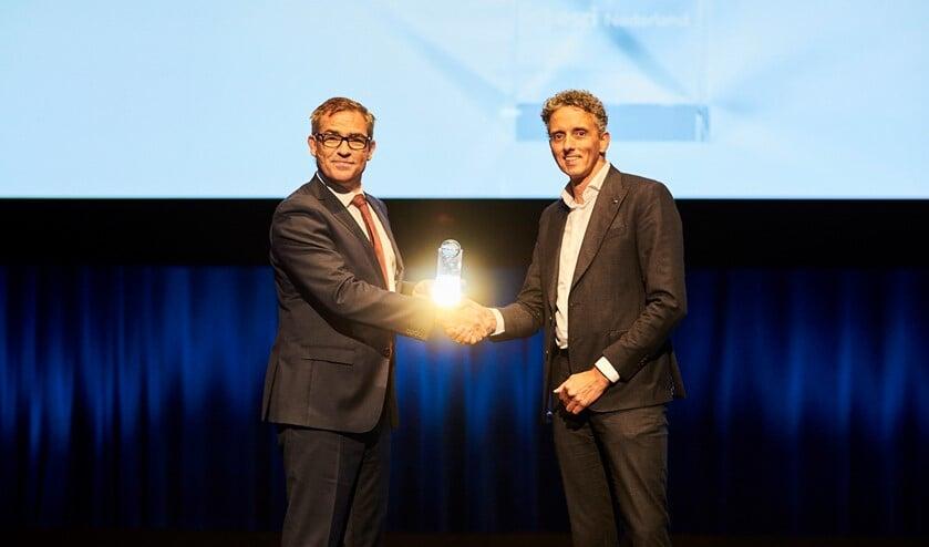 Rudi Gerard van het WRIJ ontvangt de award. Foto: PR