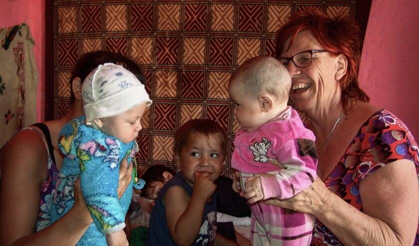 Alie Zieverink op bezoek in het weeshuis. Foto: PR