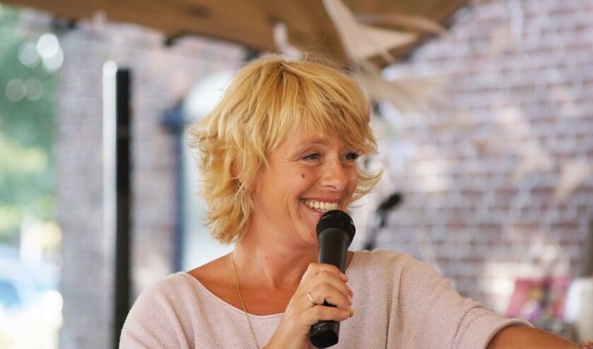 Angelique Kruger presenteert het programma 'Wie wordt Maestro van Hengelo'. Foto: NieNus fotografie