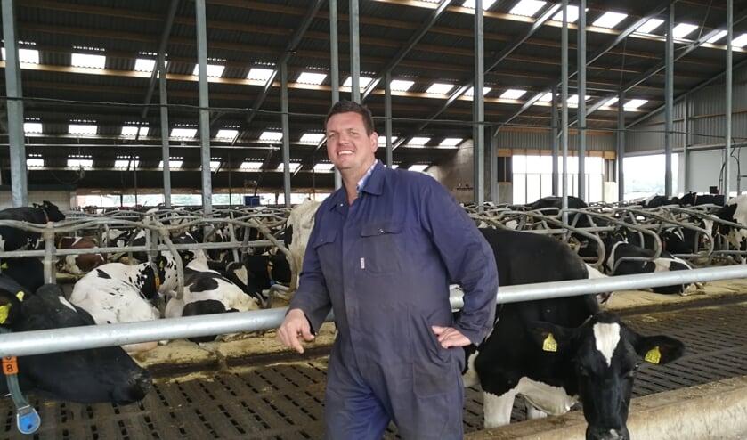 Ronald Nieuwenhuis in de nieuwe stal. Foto: Rob Weeber