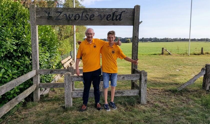 Wouter Rooks en Guido Beerten bij de ingang van de veldbaan. Foto: PR