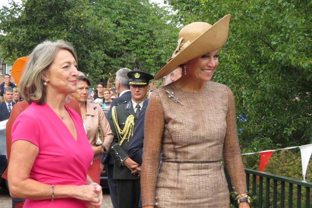 Koningin Máxima arriveert bij basisschool De Rank in Toldijk. Foto: Josée Gruwel  © Achterhoek Nieuws b.v.