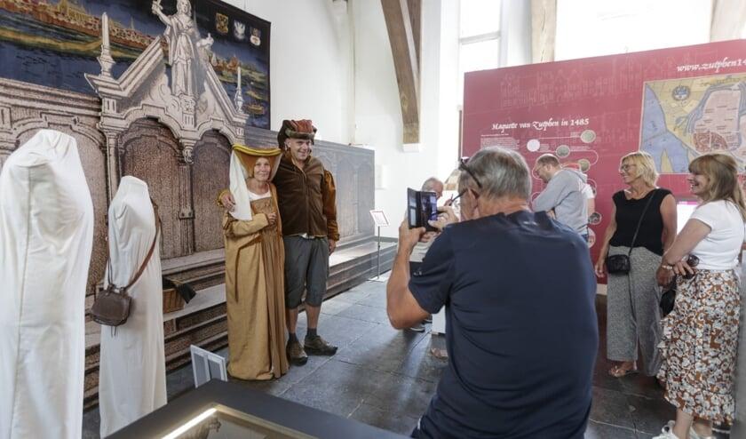 Bezoekers konden zich verkleden als Hanzeaten. Foto: Patrick van Gemert/Zutphens Persbureau