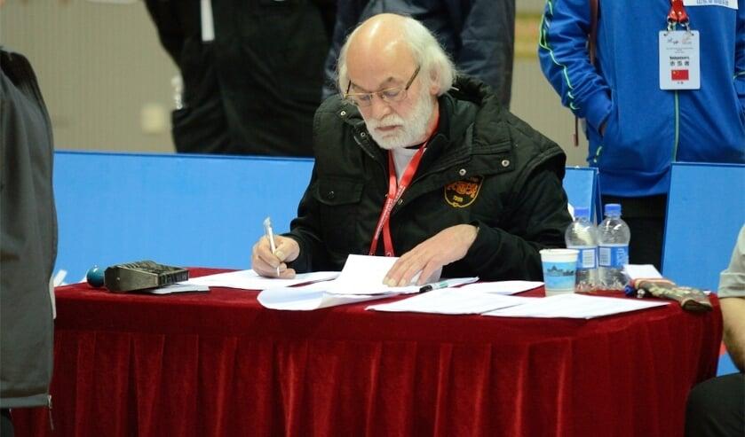 Harrie Hermanns tijdens zijn stage als wedstrijdleider op het WK Indoor in China. Foto: PR.