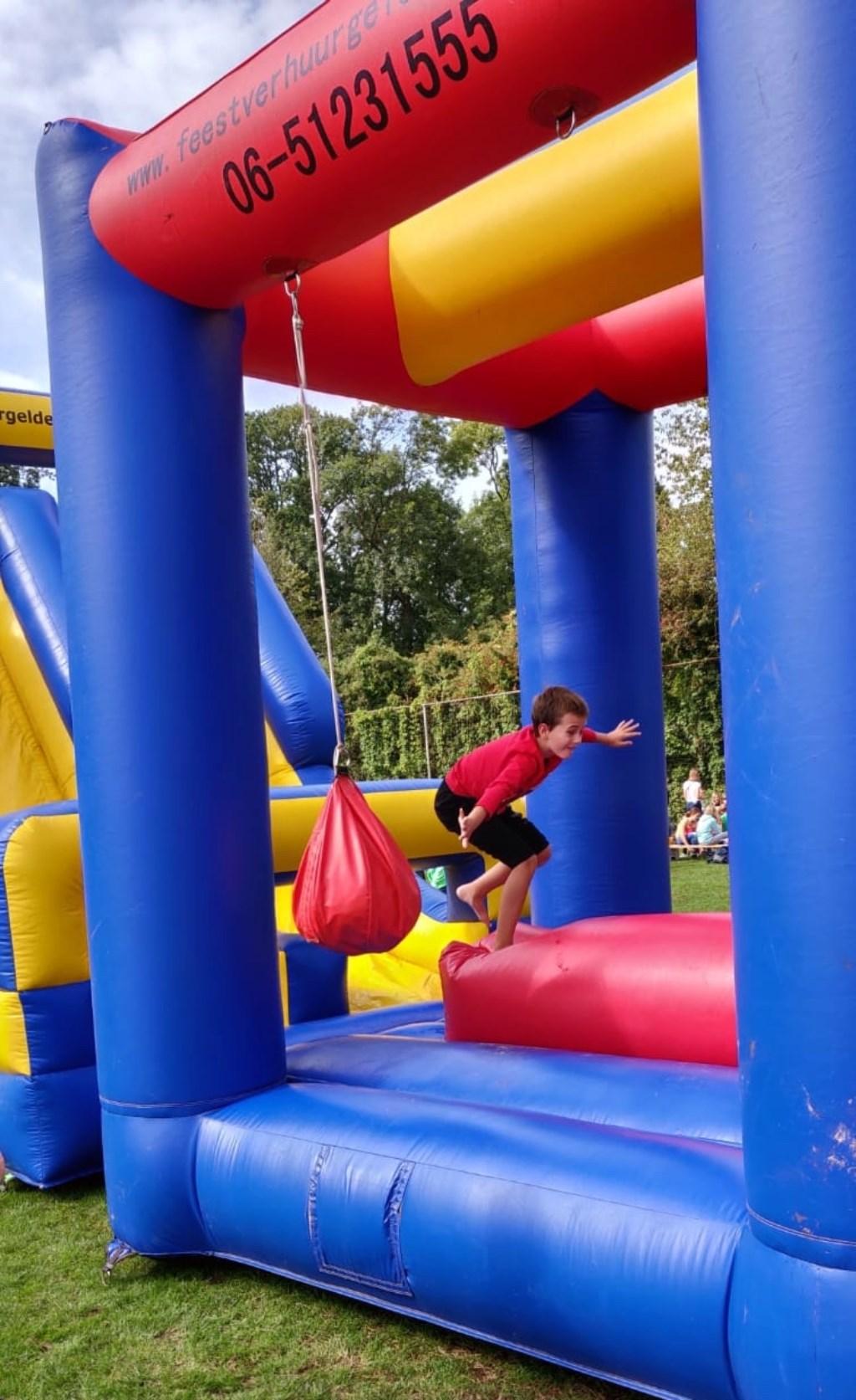 Grappige en spannende spellen tijdens de kinderspelen. Foto: Bob Inja  © Achterhoek Nieuws b.v.