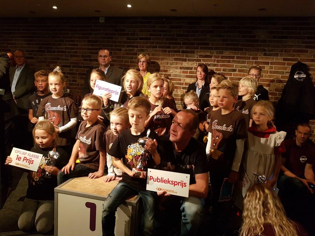 Corsokids met winnaars in verschillende categorieën. Foto: Mark Ebbers  © Achterhoek Nieuws b.v.