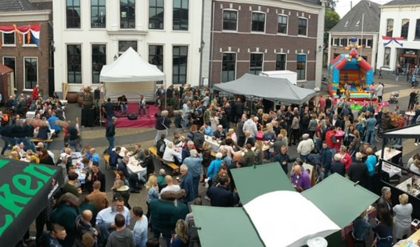 Gezellige drukte op de Markt in Aalten tijdens de Bockbierdag van vorig jaar. Foto: PR