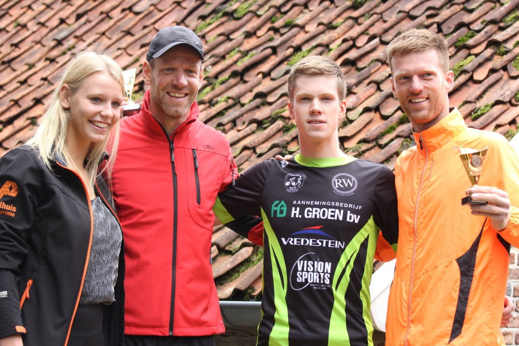 De nummers 1, 2 en 3 bij de heren met Naomi Overkamp. Foto: PR  © Achterhoek Nieuws b.v.