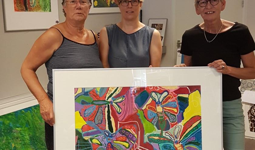 De organisatie van het culturele weekend. Vlnr: Marianne Appels (Kunstkring B-Art), Liesbeth Klein-Hesselink (Estinea) en Willy Meerdink-Kuenen (TopArt). Op de foto ontbreekt Claudia Bleker (Kadoosje). Foto: PR