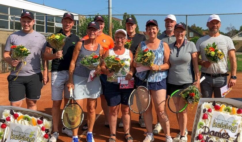 Dames 1 en Heren 1 van Tennisvereniging Keislag in Keijenborg behalen het kampioenschap. Foto: PR