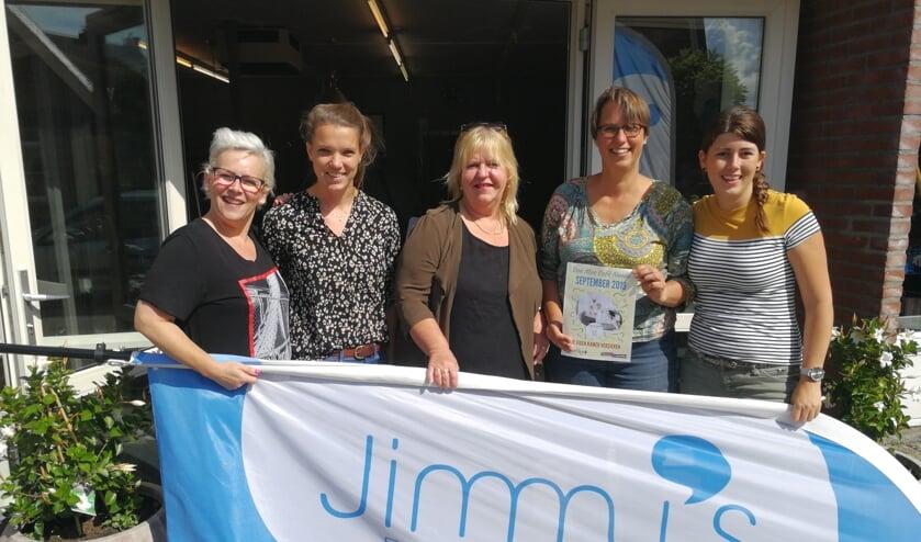 Enkele organisatoren van Doe mee Café Neede. (vlnr) Veronica Kasteel, Nienke Maas, Evelien Huijsman, Margriet van der Veer en Miranda Asbroek. Foto: Rob Weeber