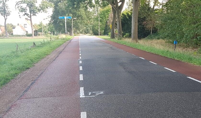 De aangegeven freesvlakken op de Oude Winterswijkseweg in Vragender duiden niet op nieuwe verkeersmaatregelen. Foto: Kyra Broshuis