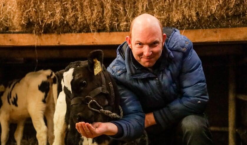"""Davy Neerhof heeft het erg naar zijn zin op zorgboerderij De Lindeboom. """"Dieren verzorgen is mijn passie. Ze geven me rust, zeker als ik gestrest ben."""""""
