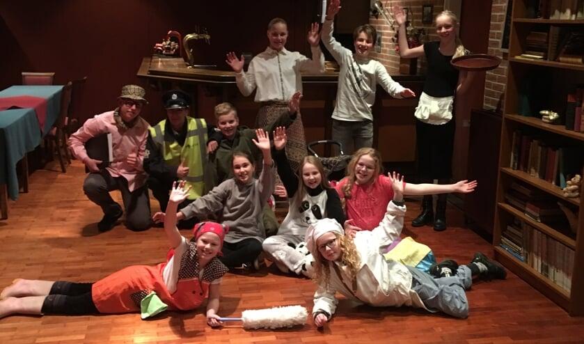 De 11-koppige cast van Hoteldebotel. Foto: Henri Walterbos