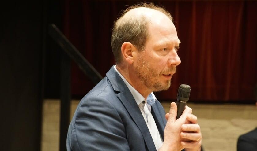Wethouder Ted Kok tijdens de bijeenkomst over de centrumvisie Dinxperlo. Foto: Frank Vinkenvleugel