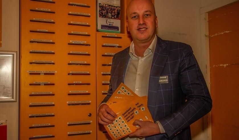 Bouke Hollak is trots op het recordbedrag, opgebracht door Jumbo sponsorzegels. Foto: Liesbeth Spaansen