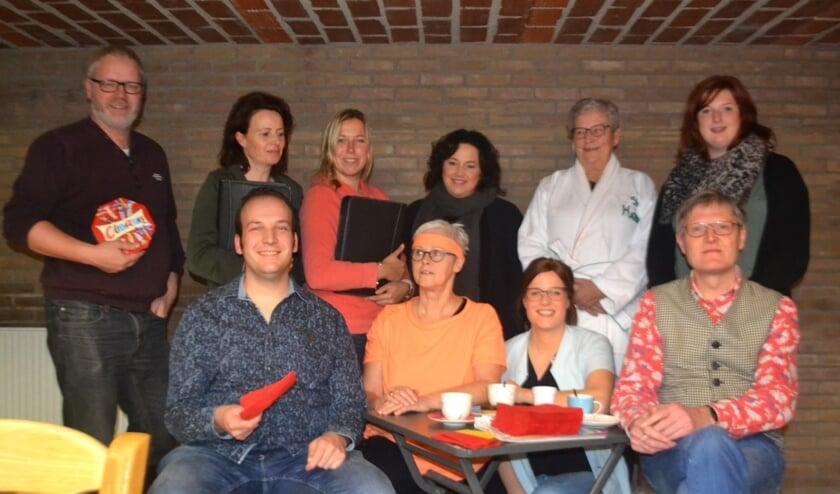 De cast van 'Een kuuroord vol met stress'. Foto: PR Tof Volk