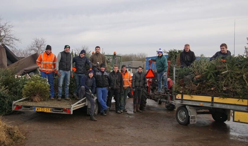 <p>In 2020 haalden de CJV&#39;ers kerstbomen op, ook dit jaar gaan ze dat doen.Foto: Frank Vinkenvleugel</p>