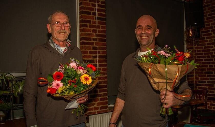 Finalisten onderling toernooi Biljart Vereniging De Seven Steenen, met Jos van Leussen (l.) en winnaar Angelo Stapelbroek. Foto: Liesbeth Spaansen