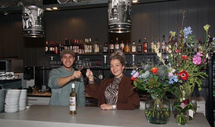 Peter en Elles toosten op een succesvolle toekomst met LEF. Foto: Frank Vinkenvleugel