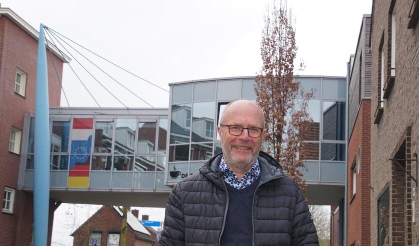 Wijnand Rigter, bij De Taverne en de zorgcentra die mede dankzij zijn inspanningen zijn gerealiseerd. Foto: Frank Vinkenvleugel