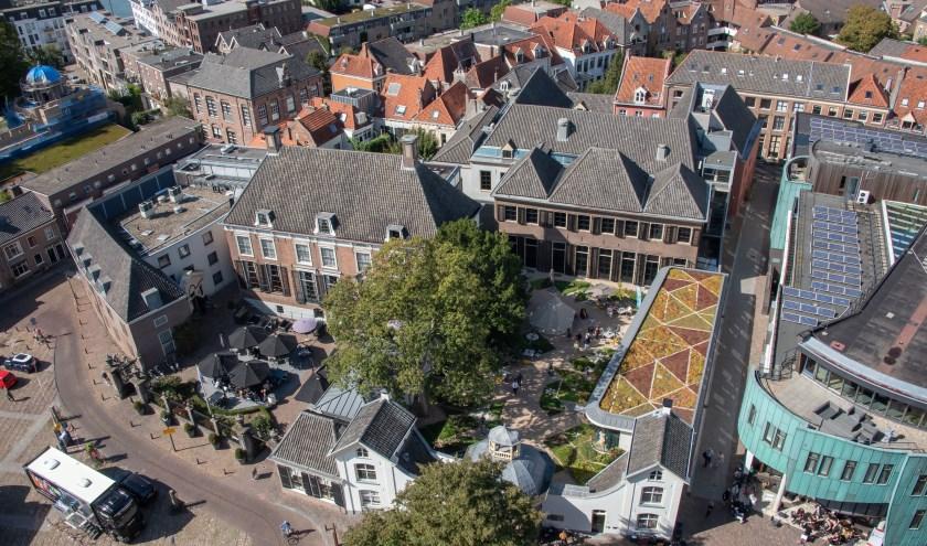 Bovenaanzicht van onder andere het Hof van Heeckeren. Foto: Willem Feith
