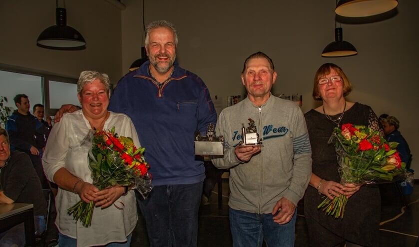 De jubilarissen en hun echtgenotes: Paul en Miranda Rutten (l.) en Henk en Astrid Wissink. Foto: Liesbeth Spaansen