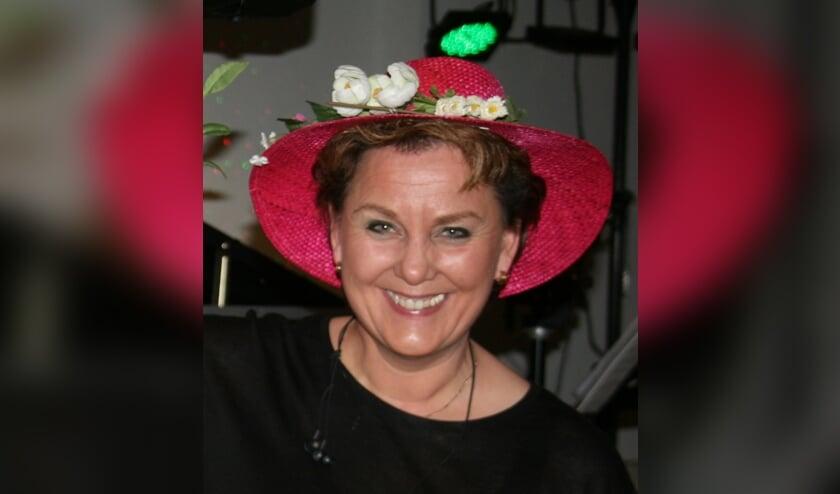 Rita Oldenhave treedt op bij de Seniorenvereniging. Foto: Marijke Cornelis