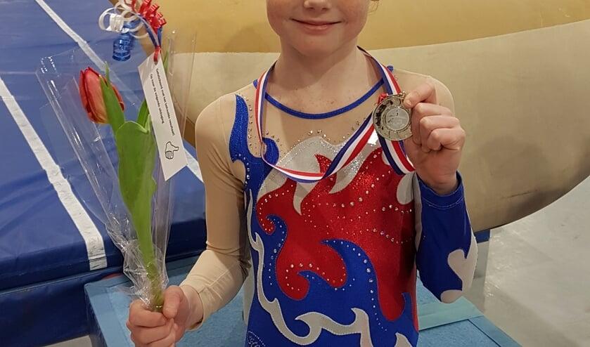 Merel is trots op haar welverdiende zilveren medaille. Foto: PR