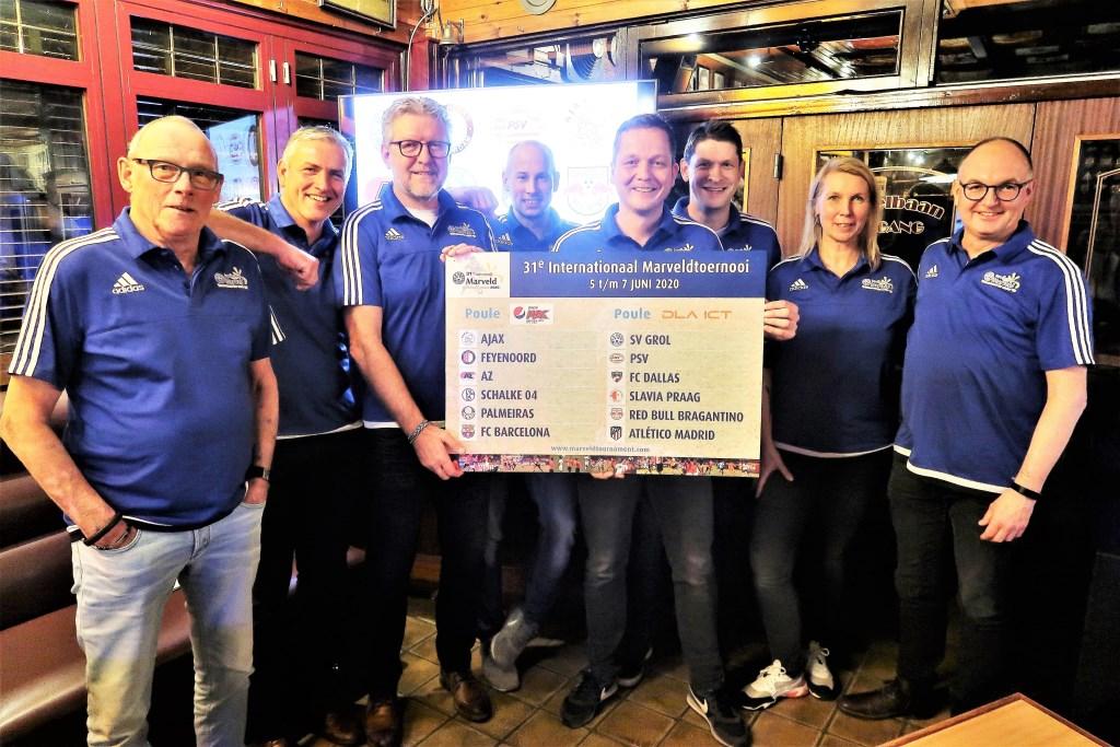 Het voltallige organisatieteam van het Internationaal Marveldtoernooi van S.V. Grol. Foto: Theo Huijskes  © Achterhoek Nieuws b.v.