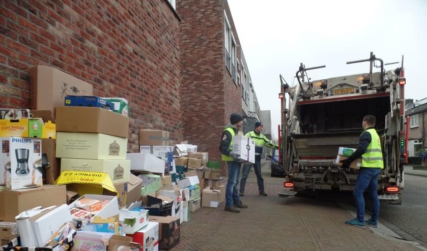 Sinds een aantal jaren halen VV Ruurlo en WonderWijs in Ruurlo het oud papier op met zogenaamde 'kraakwagens'. Foto: Jan Hendriksen
