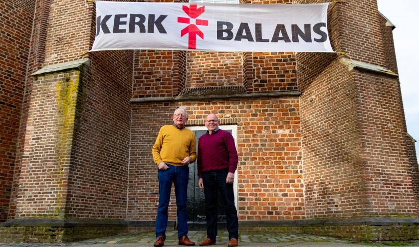 Jan van Dijk (l) en Herman van den Berg coördineren de actie Kerkbalans in Ruurlo. Foto: Wietse van den Berg.