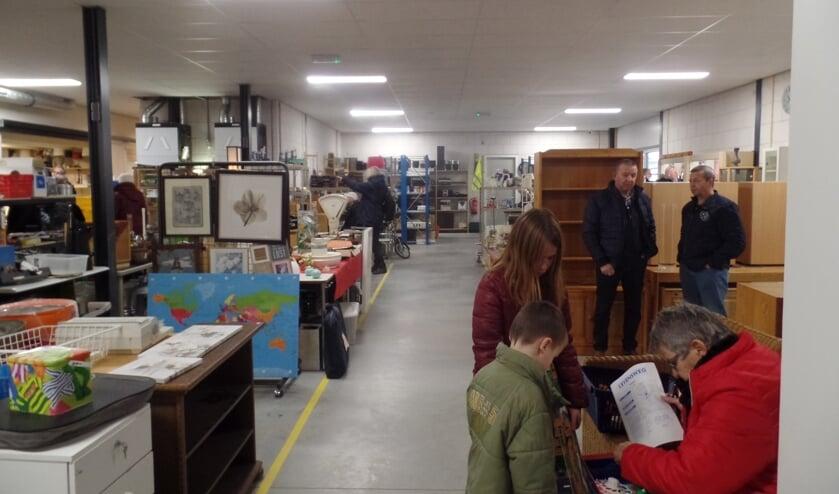 Met de vernieuwde extra verkoopruimte, twee nieuwe reparatieruimten en een grote ruimte voor tijdelijke opslag moet de kringloopwinkel voorlopig weer vele jaren vooruit kunnen. Foto: Jan Hendriksen