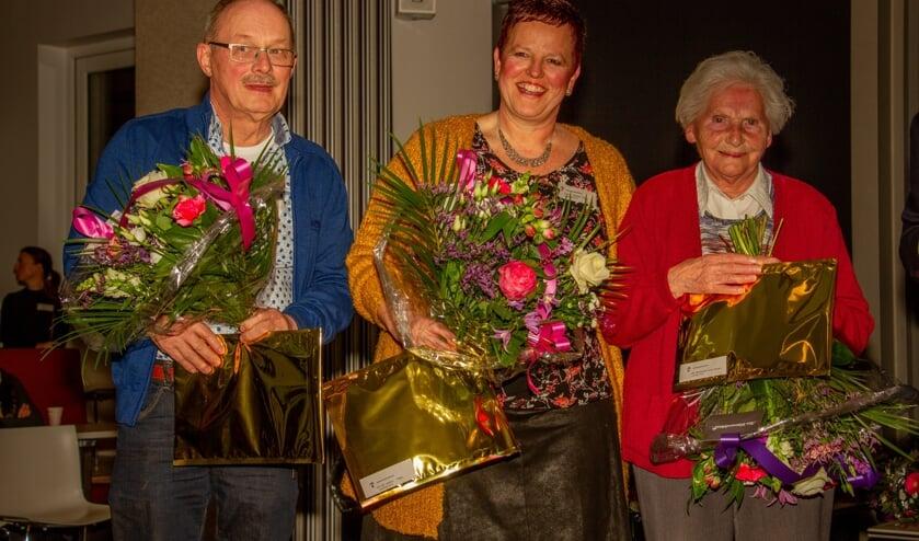 Genomineerde vrijwilligers Appie Krijt en Thea Lebbink, en vrijwilliger van het jaar Annie Steenkamp. Foto: Achterhoekfoto.nl/Liesbeth Spaansen