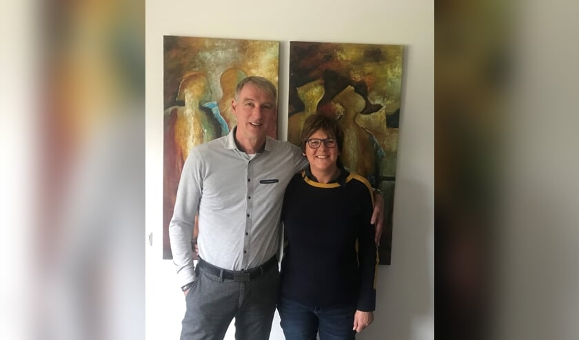Anita Lenssen ging met René Hartman mee naar Afrika. 'René's werk is zeker geen druppel op een gloeiende plaat. De hulp heeft echt zin'. Foto: Barbara Pavinati