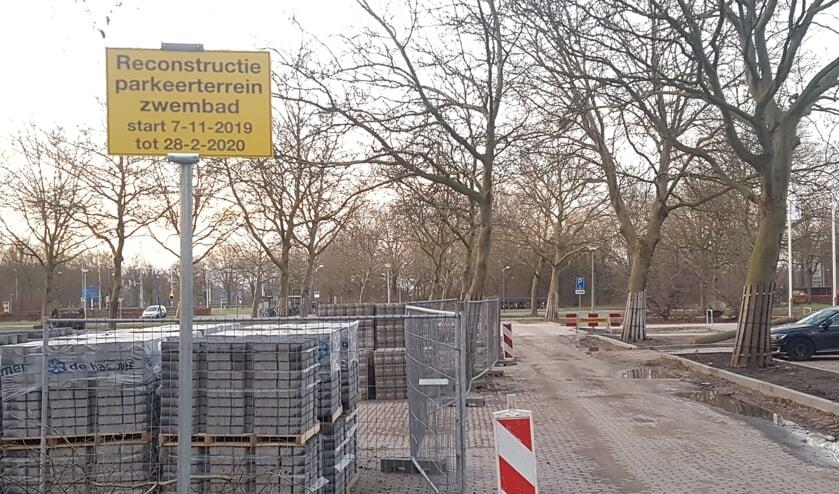 De werkzaamheden voor de aanpassing van de parkeerplaats zijn inmiddels gestart.