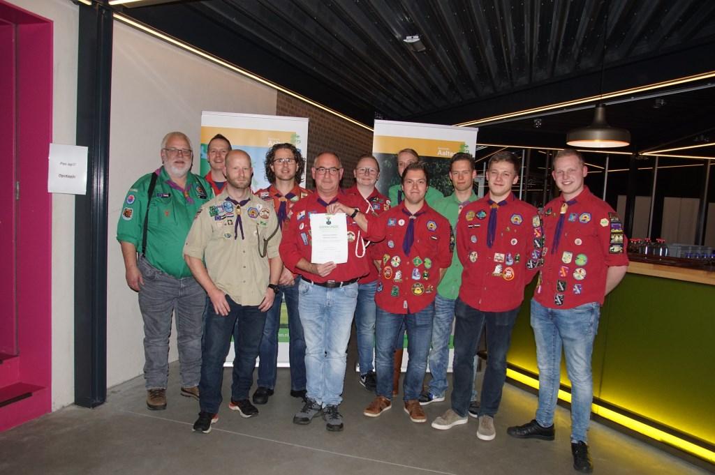 De scouts waren er natuurlijk voor Tonnie Jansen. Foto: Frank Vinkenvleugel  © Achterhoek Nieuws b.v.