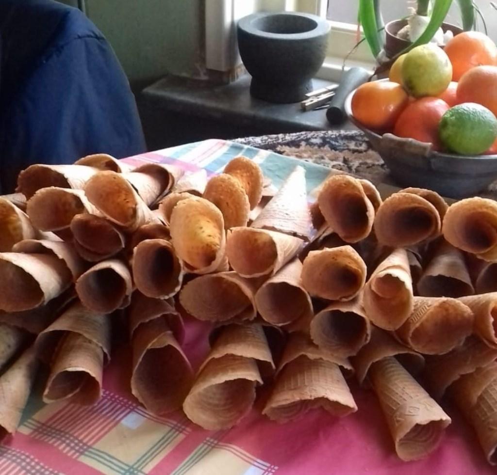 Huisvlijt voorafgaand aan het Eetcafé: kniepertjes voor het nagerecht. Foto: PR  © Achterhoek Nieuws b.v.
