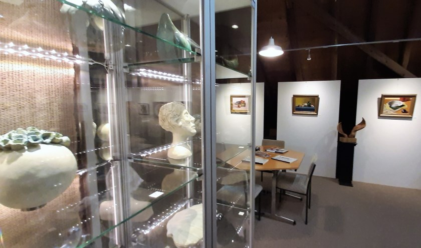 Een beeld van de expositie in Stadsboerderij Grolle.