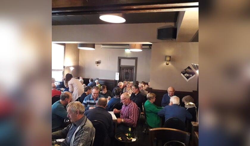 Er werd weer fanatiek gekaart bij zaal De Boer in Harreveld. Foto: PR