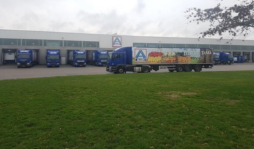 Het grote distributiecentrum van Aldi op Laarberg wil vertrekken naar Deventer.