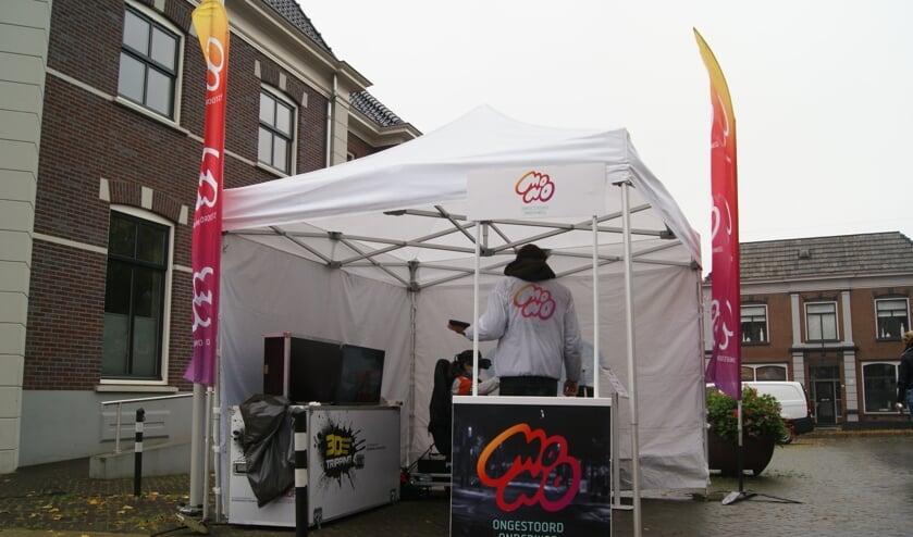 <p>De pop-up stand van MONO in het centrum van Aalten. Foto: Eva Schipper</p>