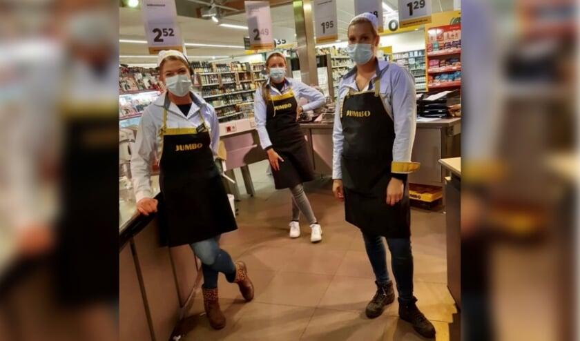 <p>Het team van Jumbo Hollak heeft besloten om mondkapjes te dragen zolang het dringend advies geldig is. Foto: PR&nbsp;</p>
