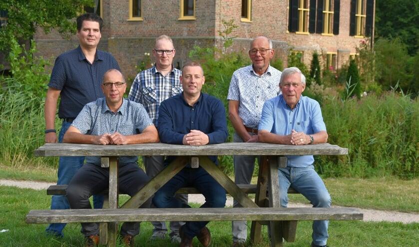 <p>Het huidige enthousiaste PKV-bestuur: Staand v.l.n.r. Fabio van Olst (penningmeester), Wouter Boersma (bestuurslid), Gerrit Lenselink (voorzitter). Zittend v.l.n.r. Herman Bolwiender (secretaris), Herman Gosselink (bestuurslid) en Henk Siemes (bestuurslid). Foto: PKV</p>