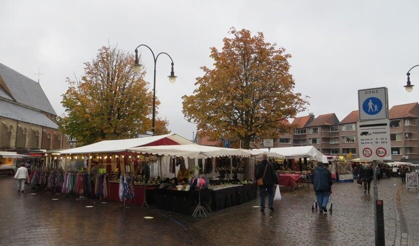 Zaterdag om 12 uur was het nog niet erg druk op de Markt. Foto: Bernhard Harfsterkamp