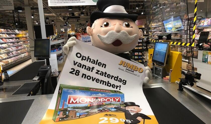 Meneer Monopoly presenteert vol trots de datum van de ophaaldag van het spel: zaterdag 28 november. Foto: PR