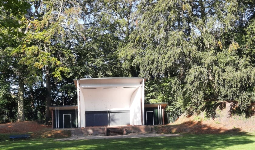 <p>De gemeente wil meer reuring in en rondom de Muziekkoepel aan de Maliebaan in Groenlo. Foto: Kyra Broshuis</p>