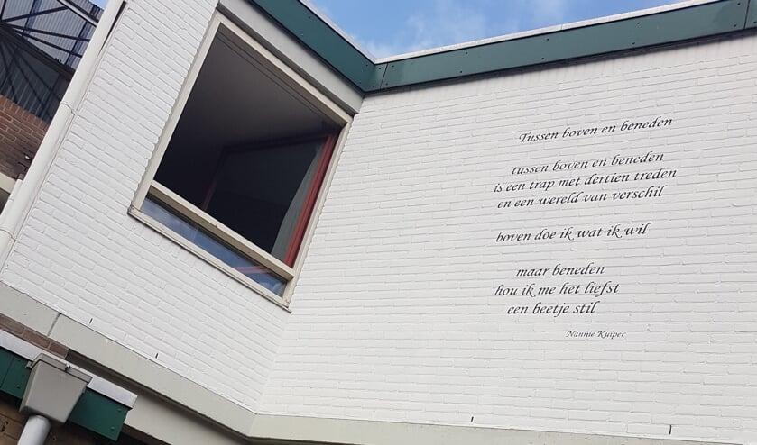<p>Muurgedicht van Nannie Kuiper aan het Heydenrijck. Foto: archief Achterhoek Nieuws</p>