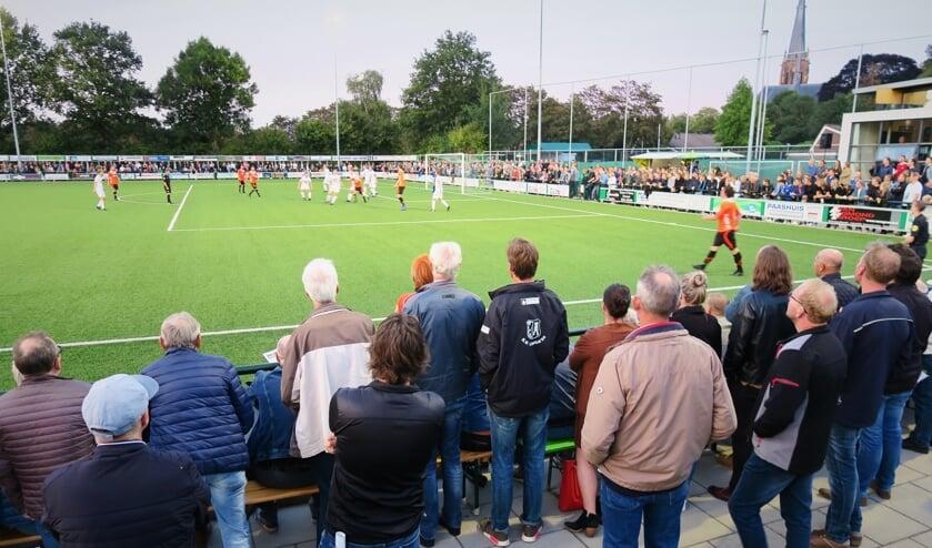 <p>De derby RKZVC - Longa '30 in 2019 met enkele duizenden toeschouwers. Foto: Theo Huijskes</p>